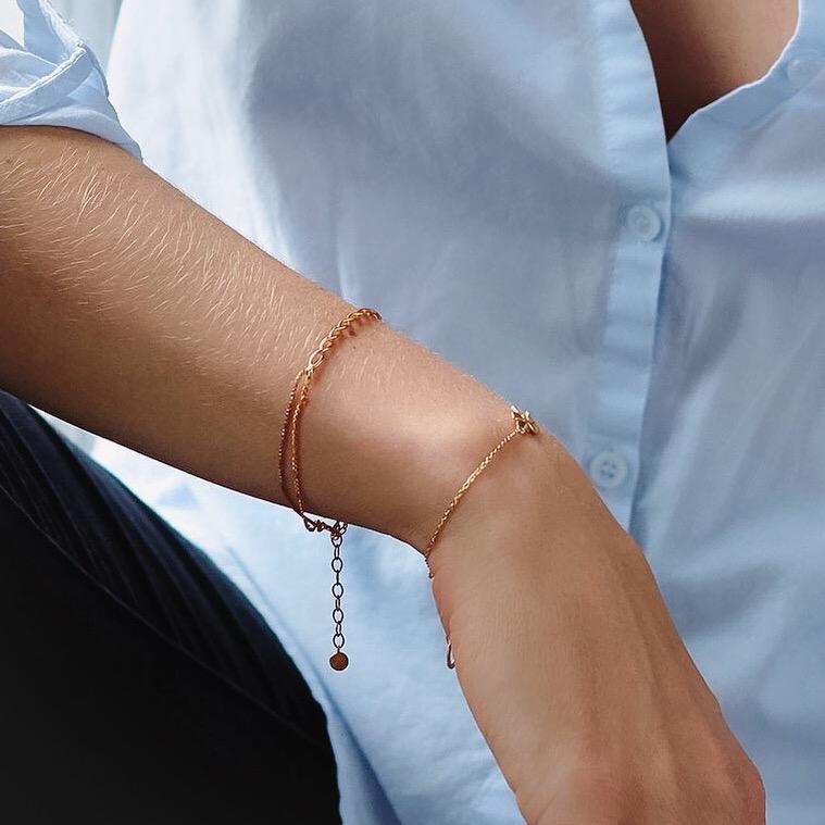 Goldenes, geflochtenes Armband